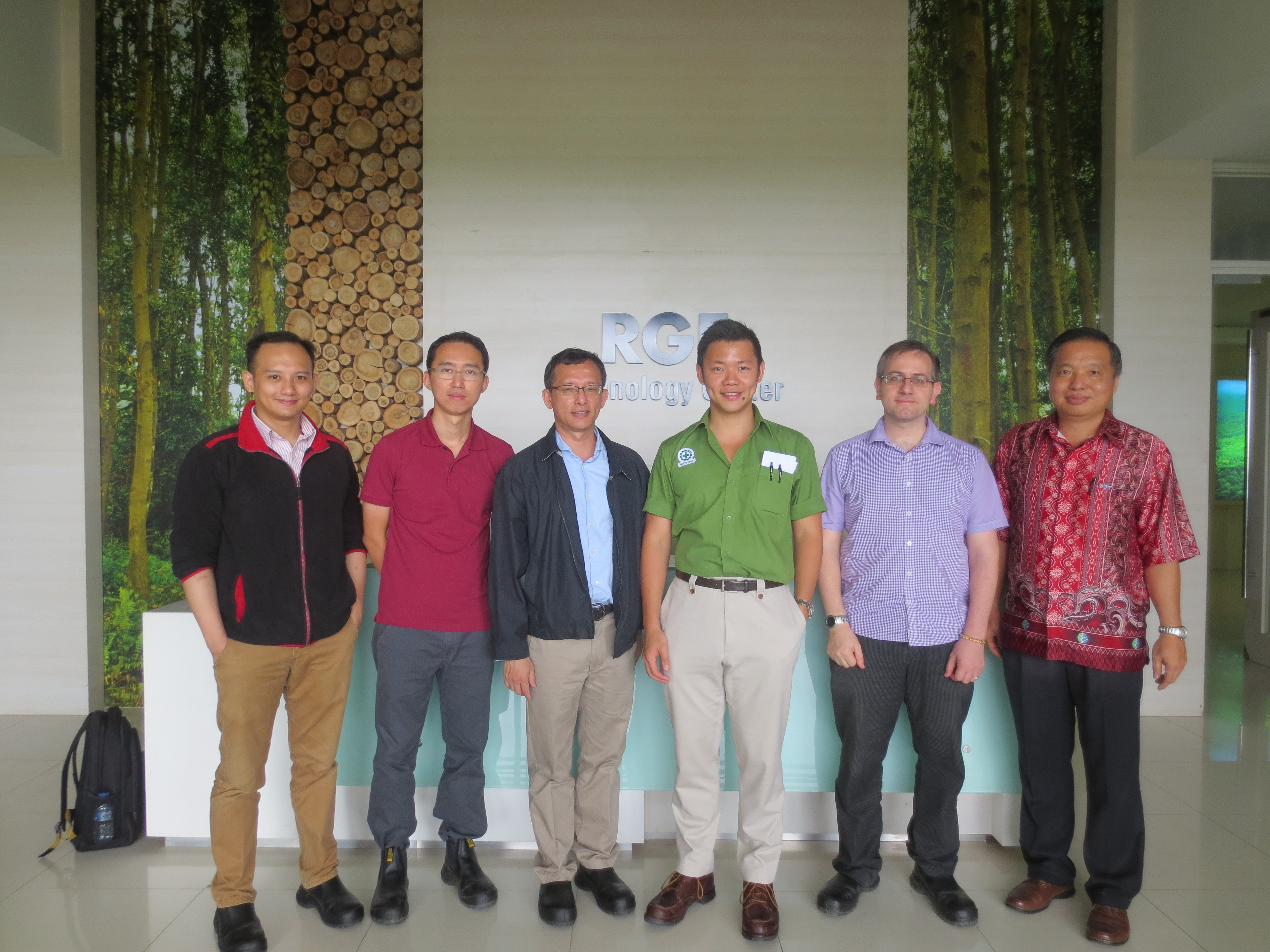 The team from NUS and SIIA with Anderson Tanoto at the RGE's research and technology center in Riau province.