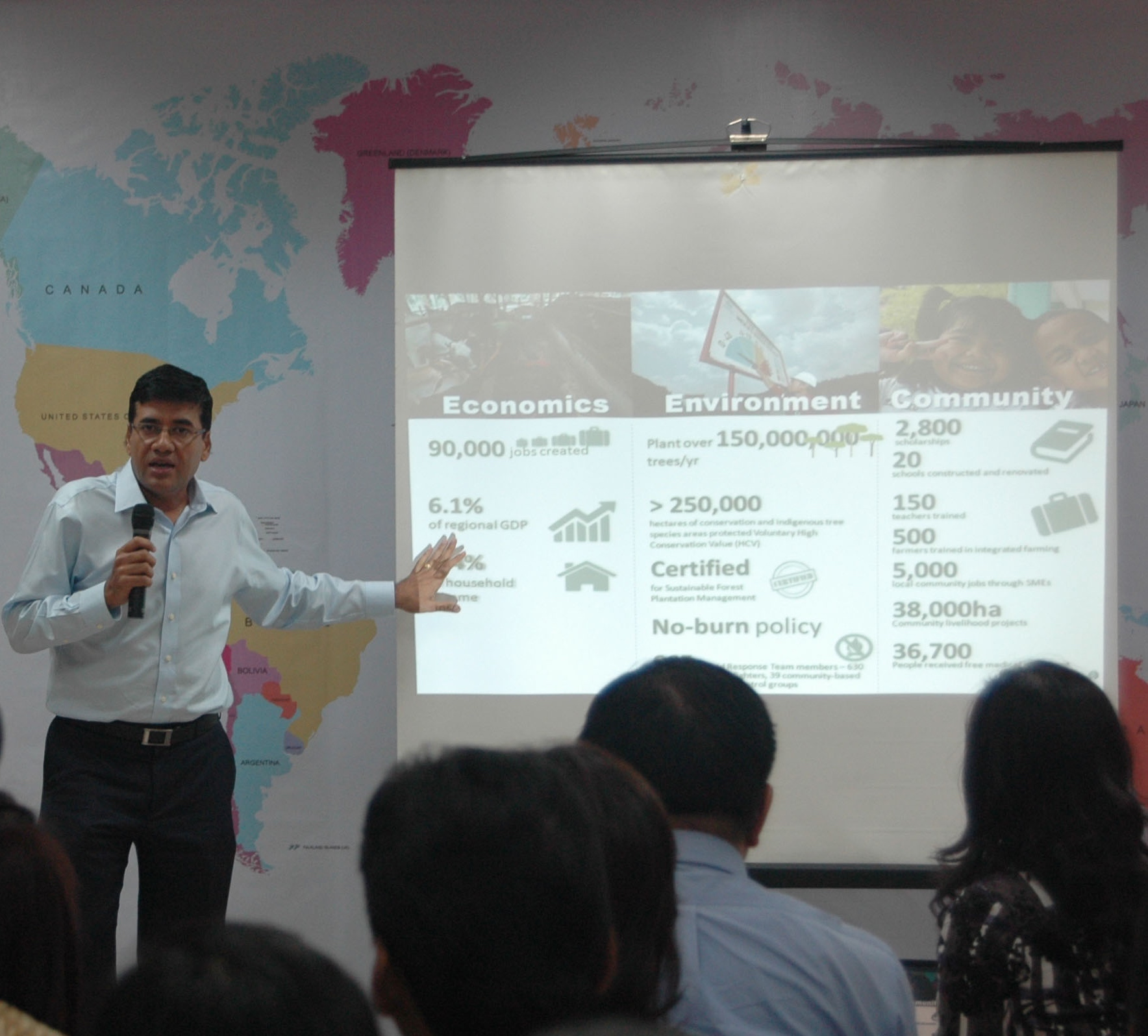 Praveen Singhavi, APRIL President, brief APRIL's team at the SFMP anniversary event.