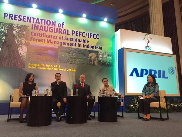 Dradjat Wibowo, IFCC Chairman (second from left) speaks at the event.