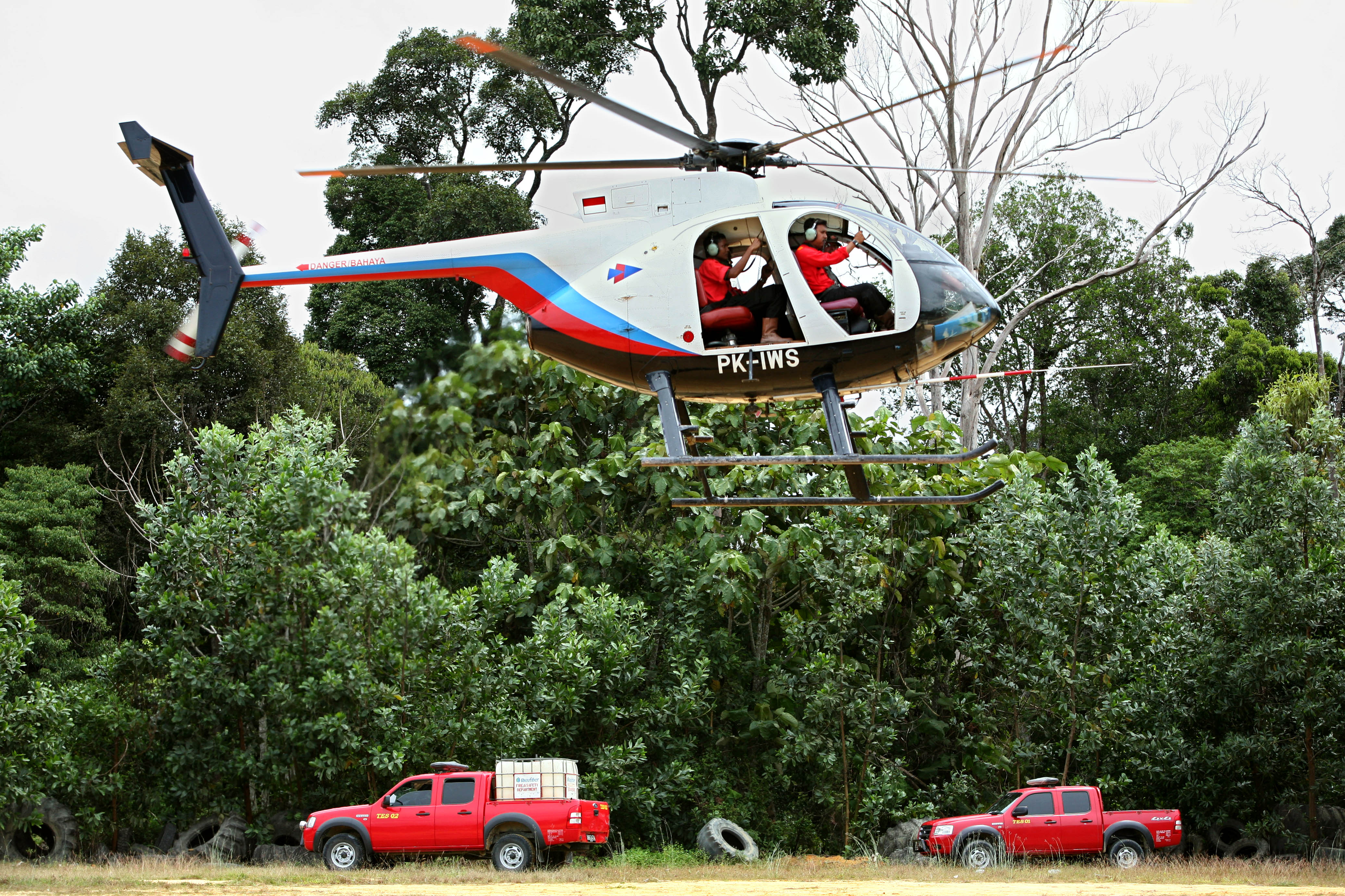 APRIL's commitment to the firefighting effort in Sumatra includes helicopter support.
