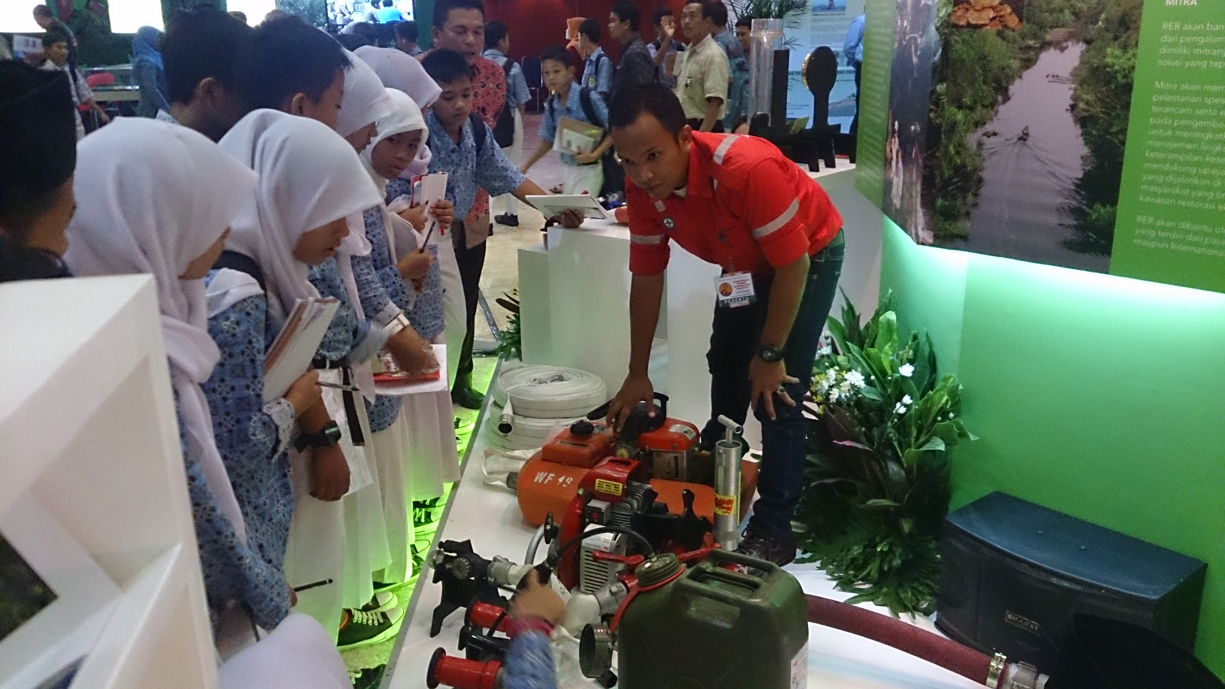 RAPP Fire Fighter, Panji Bintoro explains to students how the fire supression equipments are used.