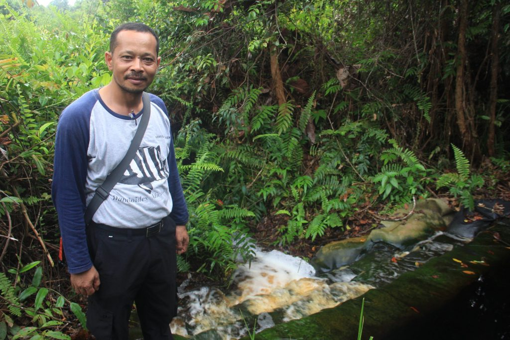 Ronyi Las Silaen, managing the Restorasi Ekosistem Riau area with his team of Forest Protection Rangers